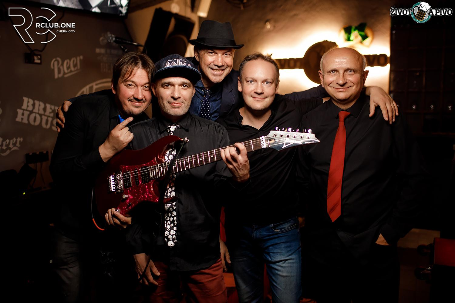 Hit-off band in Zivot a pivo